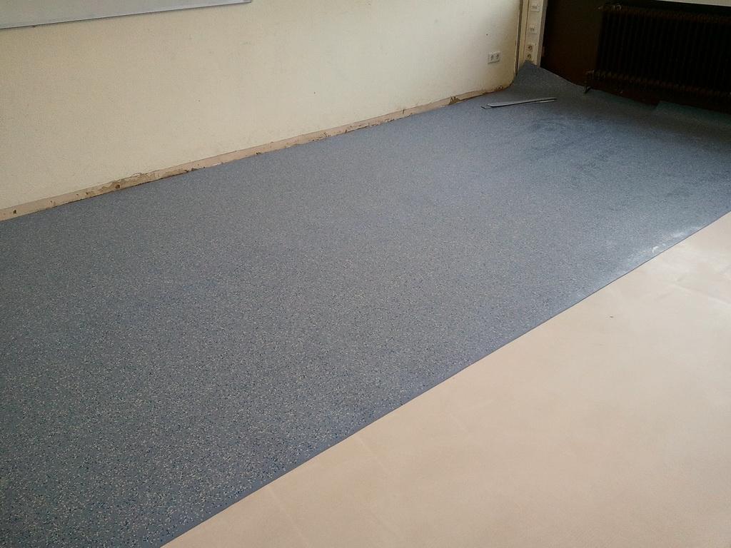 Fußboden Aus Kautschuk ~ Kautschuk bodenbelag verlegen und kleben u203a anleitungen fußboden
